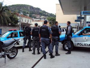 policia faz reunião para entrar no morro São João