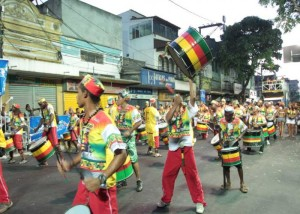 carnaval-de-niteroi-tera-desfile-de-38-agremiacoes-desfilando-na-rua-da-conceicao710