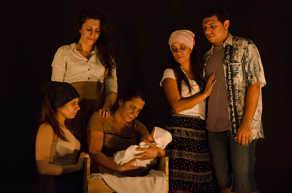 Dose dupla de espetáculos da Oficina Social de Teatro no Teatro Eduardo Kraichete