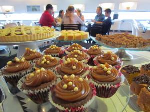 Dia das crianças com buffet de café da manhã e contação de histórias no Bistro MAC