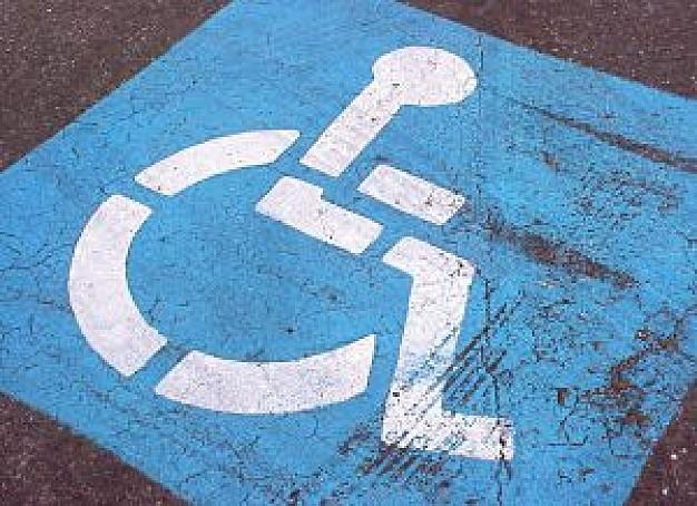 deficientes-vaga-de-estacionamento_2551909