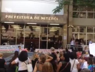 Protesto de professores na prefeitura de Niterói